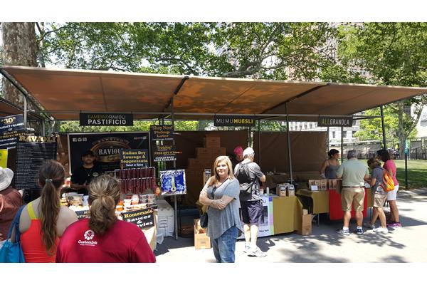 432-battery-park-market-stalls-d