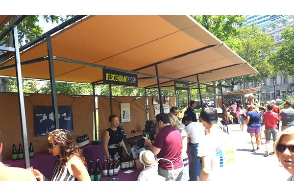 432-battery-park-market-stalls-e