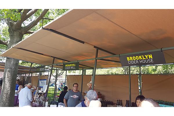 432-battery-park-market-stalls-f