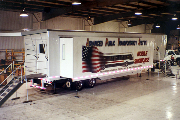 156-technology-showroom-trailer-1