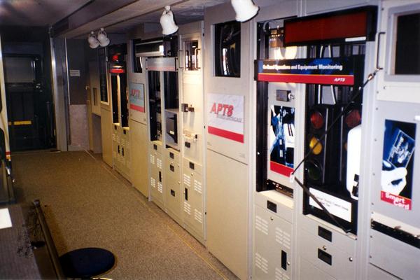 156-technology-showroom-trailer-4