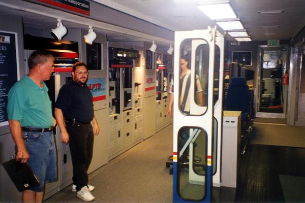 156-technology-showroom-trailer-5