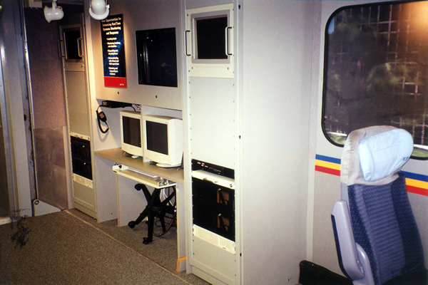 156-technology-showroom-trailer-6