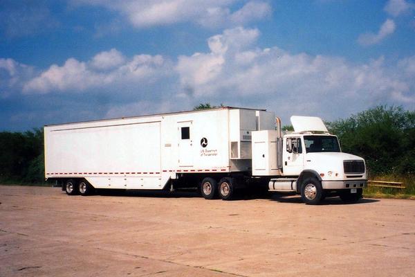 156-technology-showroom-trailer-8