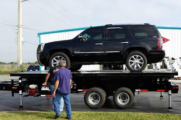 409_auto-high-lift-display-trailer-b