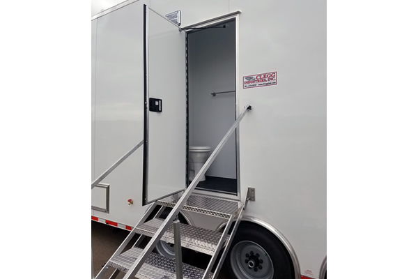 433_command_trailer_1j