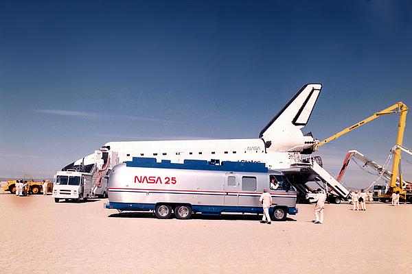 nasa-space-shuttle-command-center-clegg-1